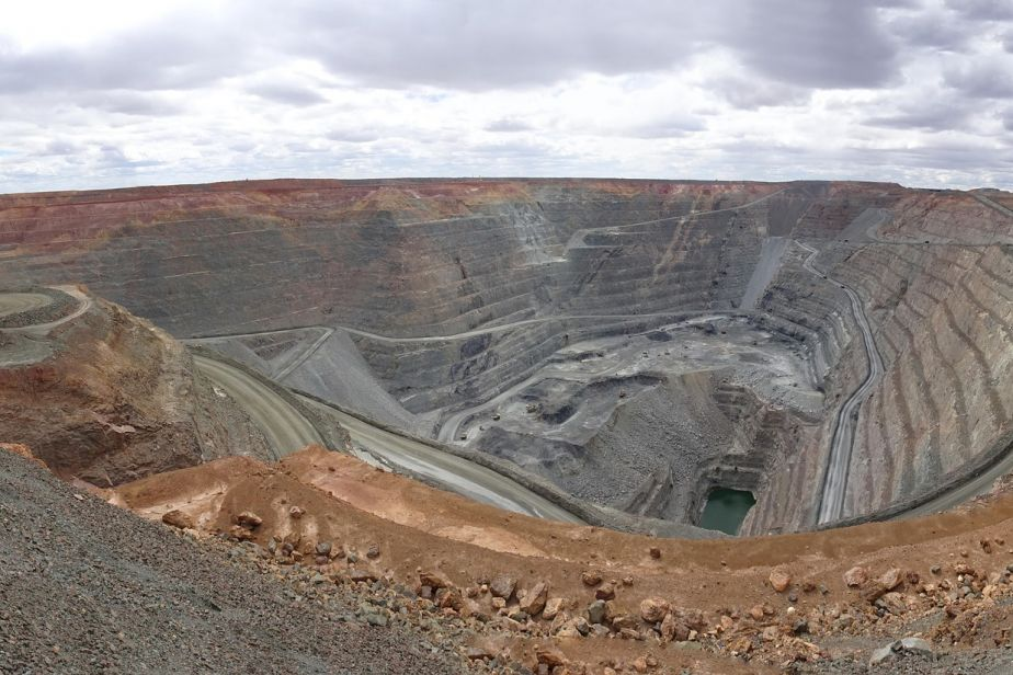 Photo of a gold mine showing the deep cut into the ground