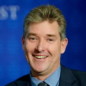 Portrait of Dr Glen Richards