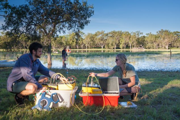 JCU Geophysics students conduct high-tech water quality field experiments near Katherine, NT