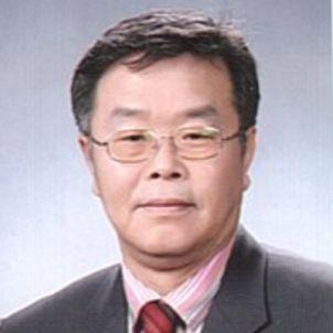 Photo of Professor Hee-Cheol Moon