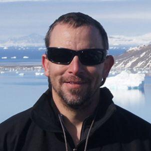 Photo of Associate Professor Eric Roberts