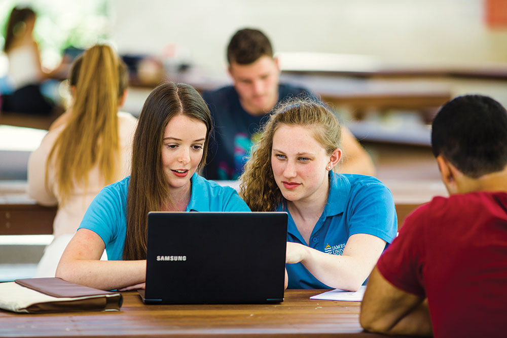 JCU tutoring student