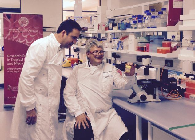 Minister Steven Ciobo and Professor Louis Schofield in the AITHM lab
