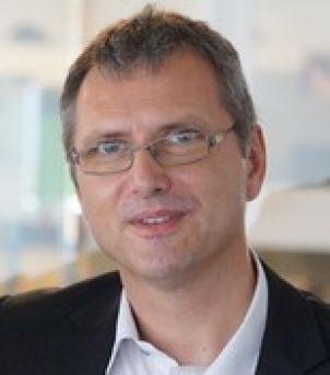 Photo of Associate Professor Gunther Paul