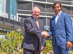 Former Chancellor Lt-Gen John Grey AC with Rugby league legend Johnathan Thurston